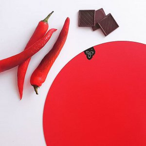 A co říkáte na kombinaci čokolády s chilli Já to zbožnuju ❤_#mightydesignshop #placemat #red #chilli #chocolate #decor #prostirani.jpg
